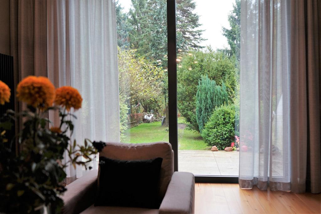 zaslony-okno-ogrod-akmo