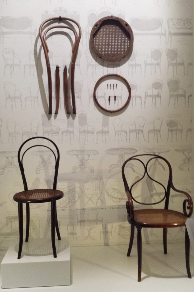 ekspozycja fragmentów krzesła thonet