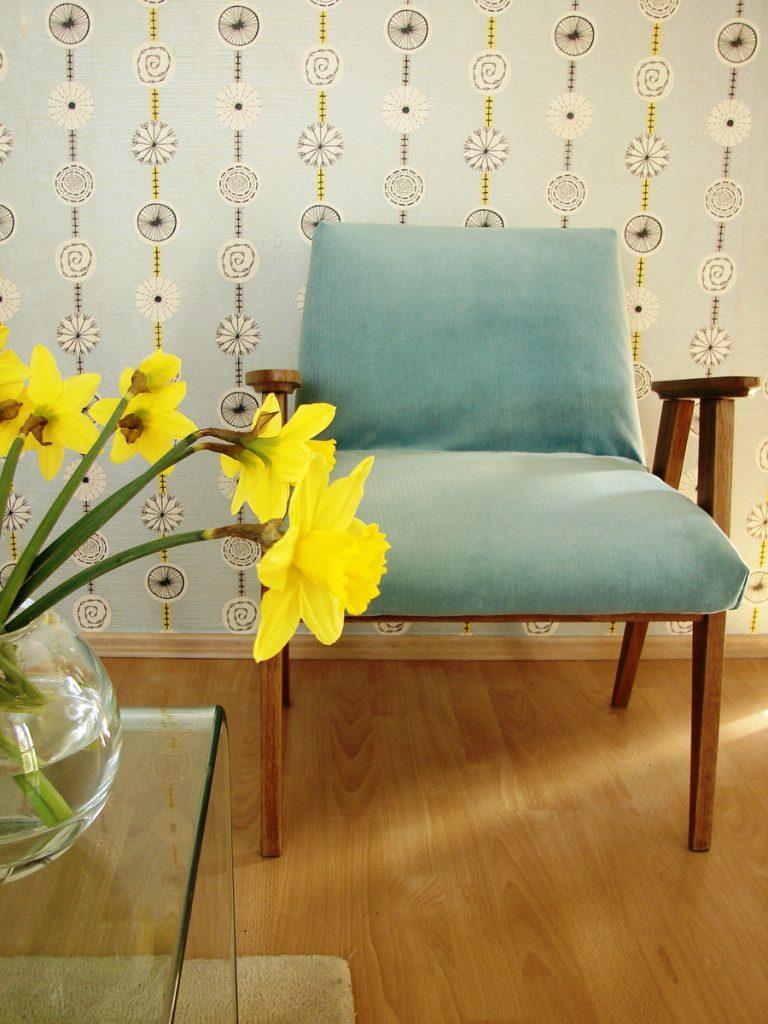 miętowy fotel po renowacji