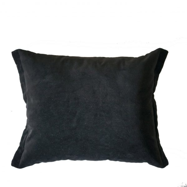czarna poduszka prostokątna