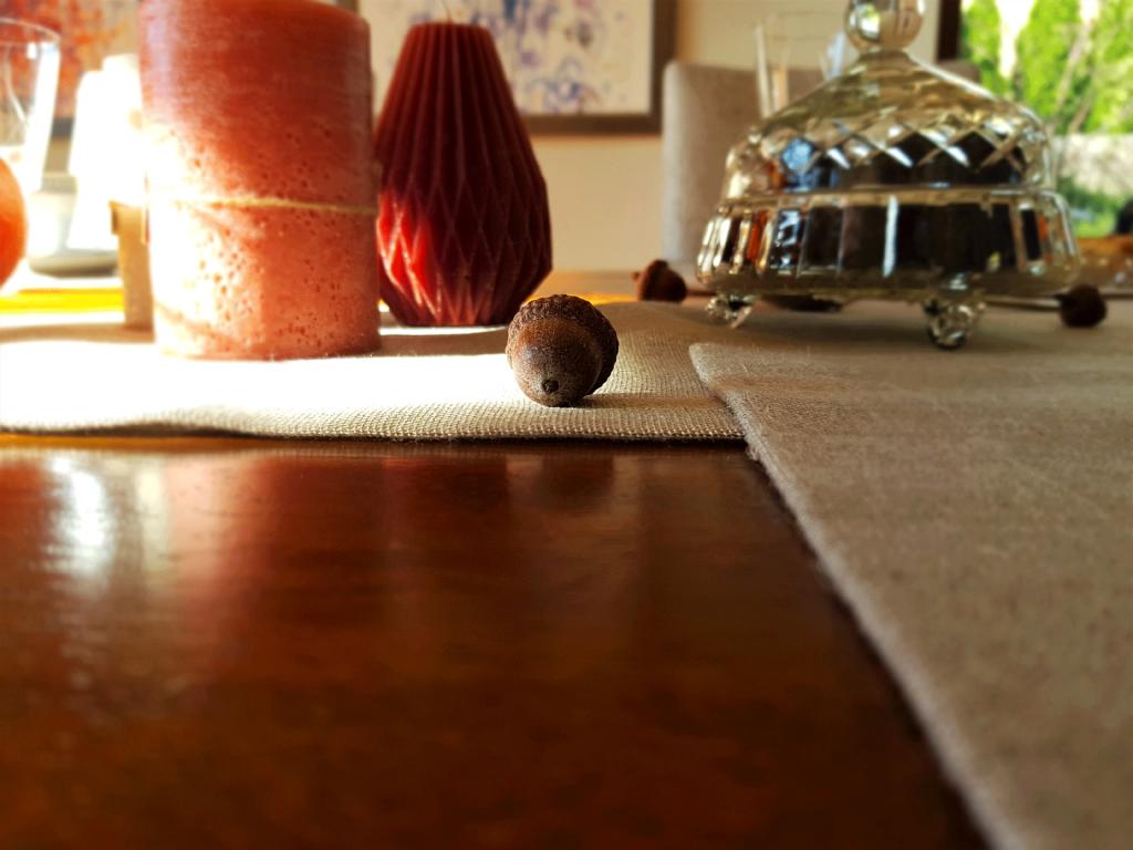 lniana podkładka na stole