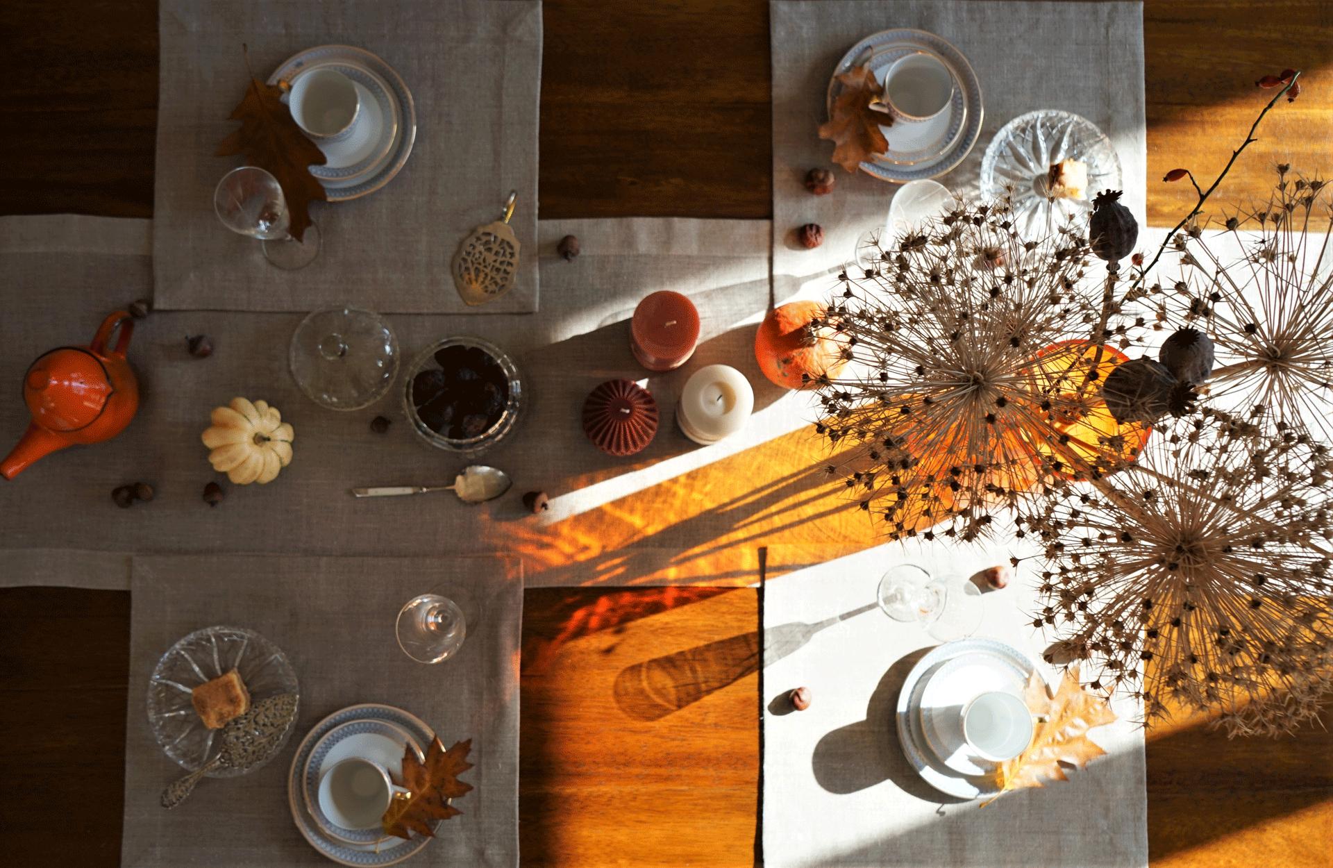 stół hygge z bieżnikiem akmo